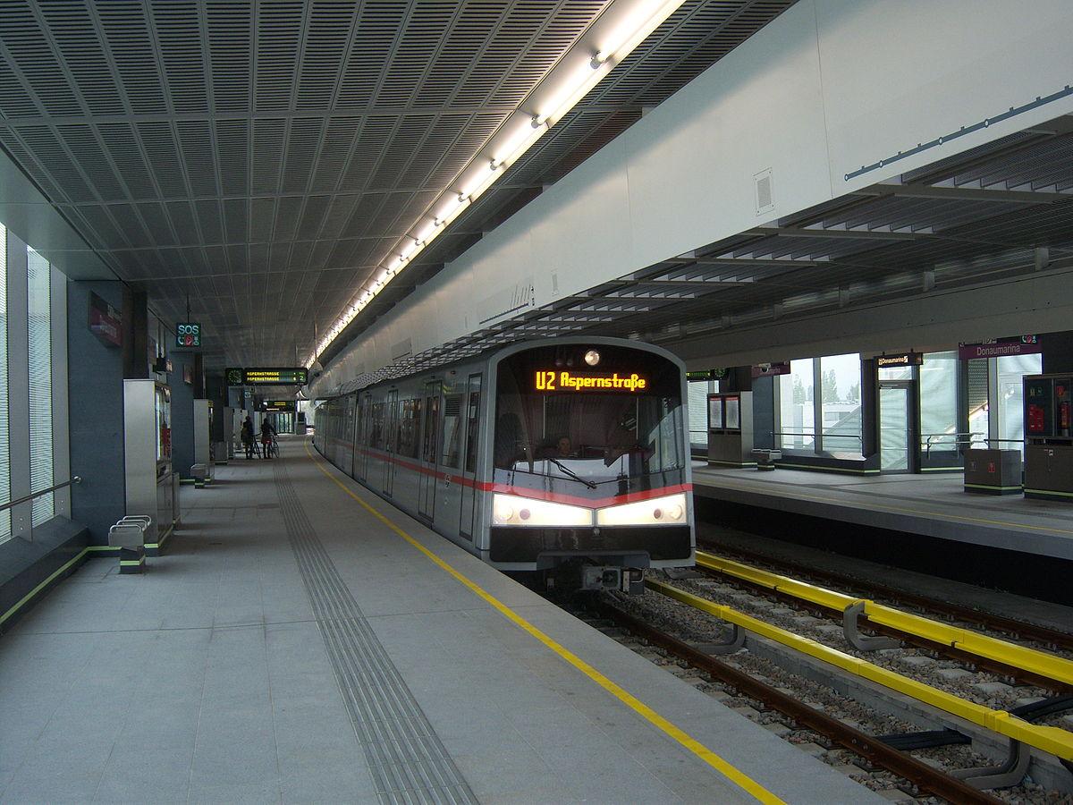 ubahn train U2